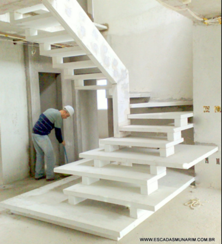 Construção de Escada de Pedra Jardim Maria Helena - Escada Entrada Residencial