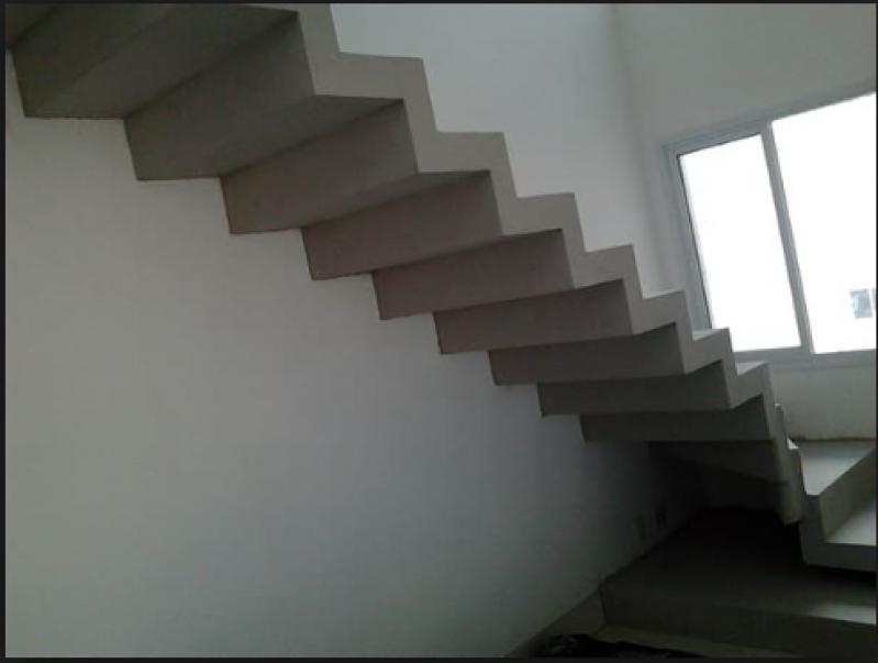 Orçamento para Escada Edifício Residencial Pari - Escada Grande