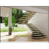 construção de escada grande Caieras