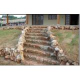 escada de pedra rústica